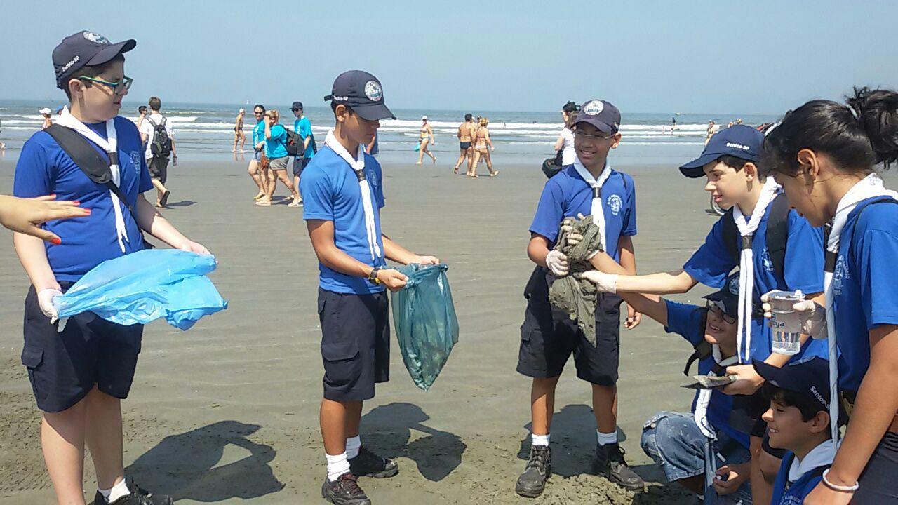 Escoteiros participam do Dia Mundial de Limpeza de Rios e Praias