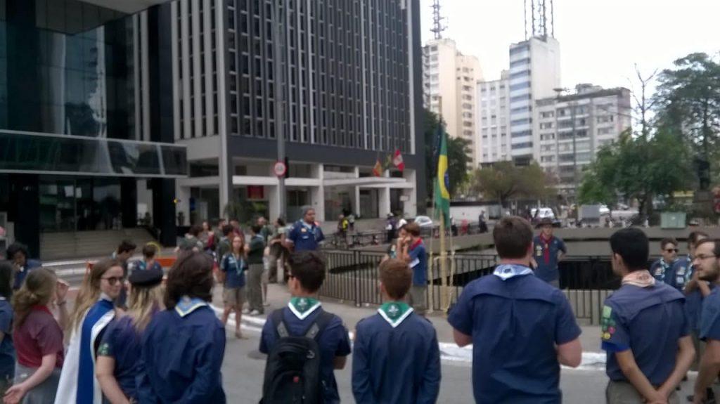 jovens-invadem-a-paulista-em-atividade-escoteira-3