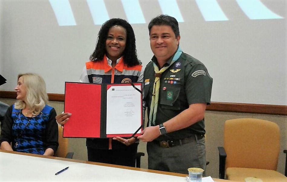 Escoteiros de São Paulo assinam acordo de cooperação com Defesa Civil Estadual