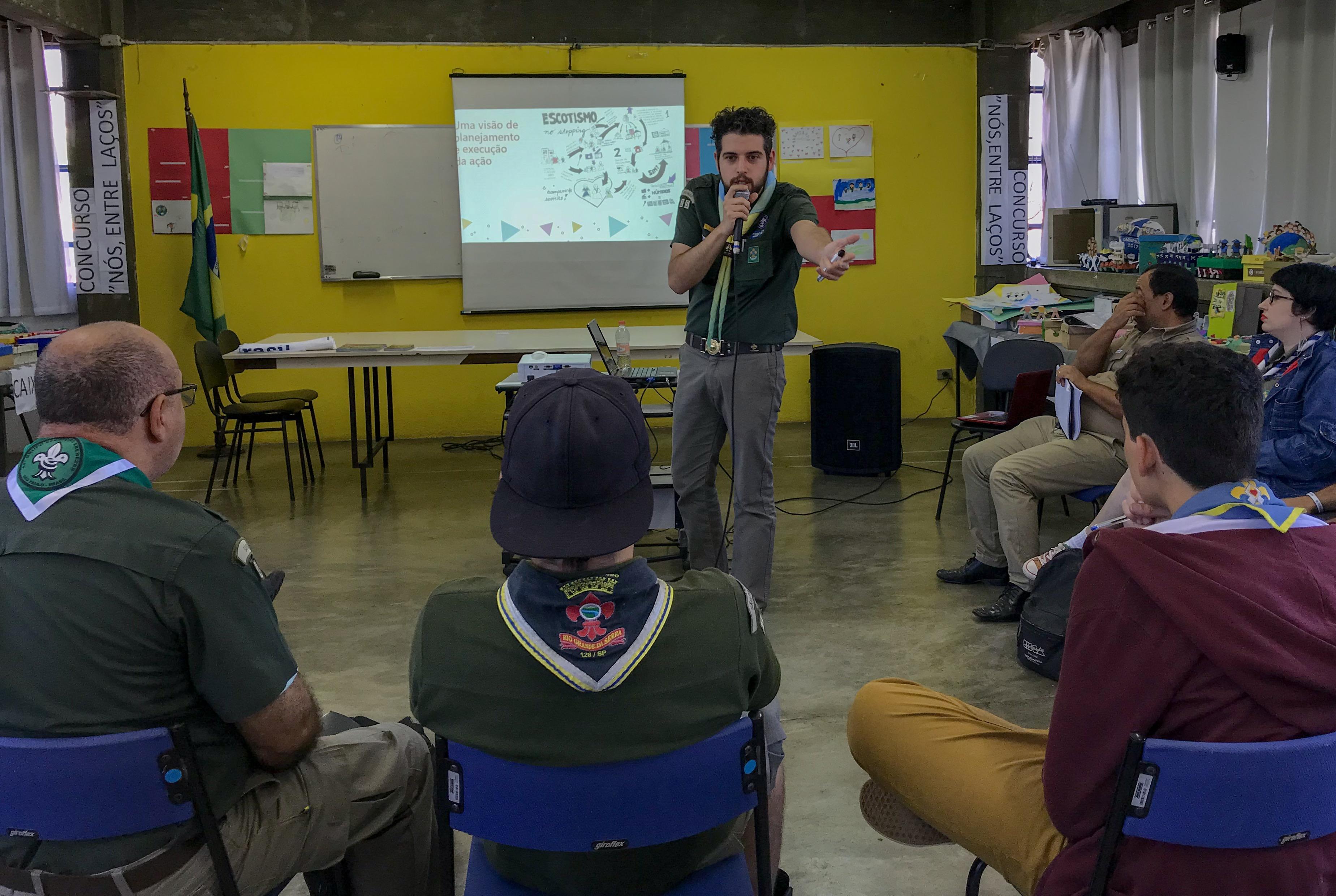 Escoteiros tiram dúvidas com especialistas em Encontro de Comunicação