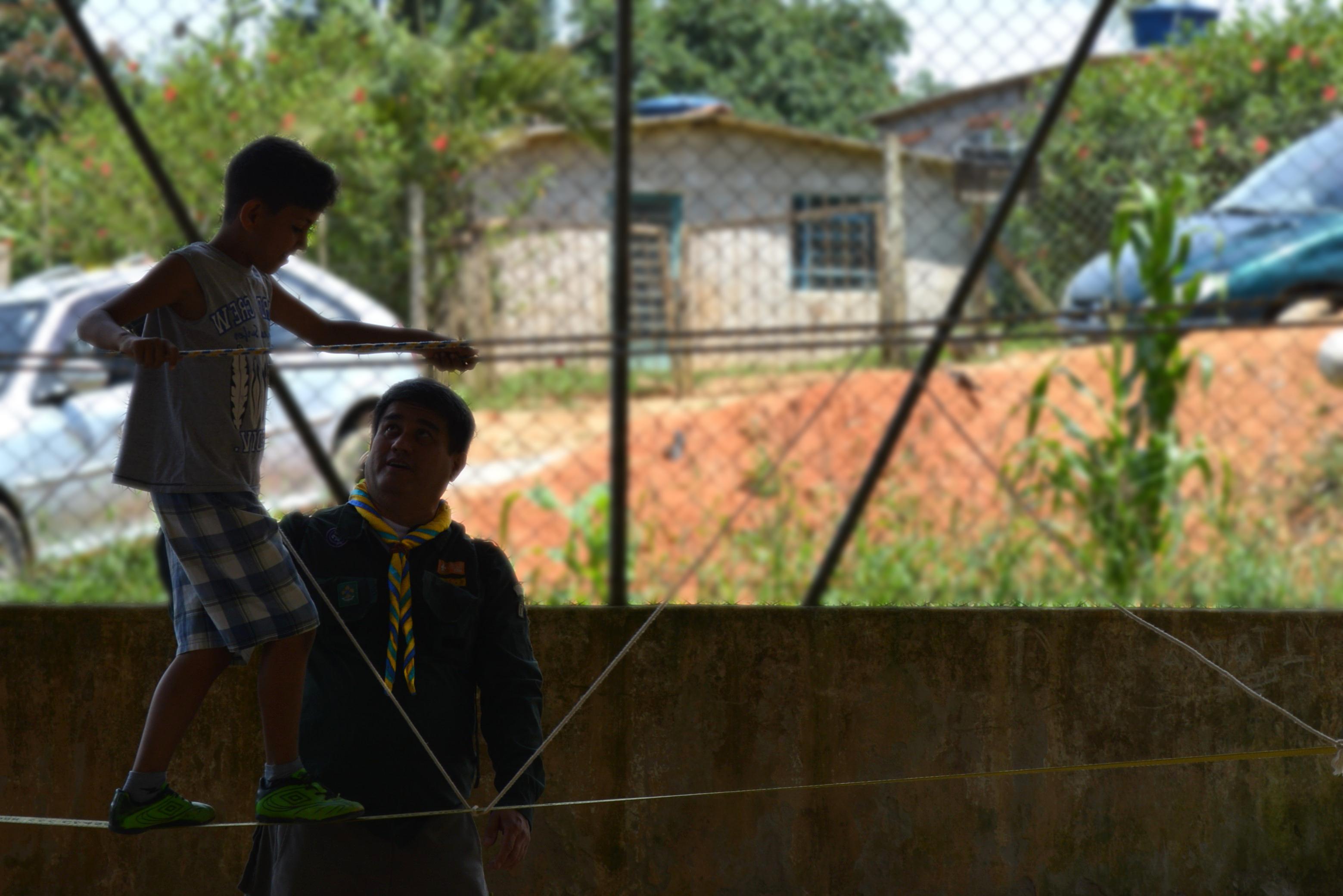 Grupo Escoteiro Quarupe realiza atividade comunitária na cidade de Piedade