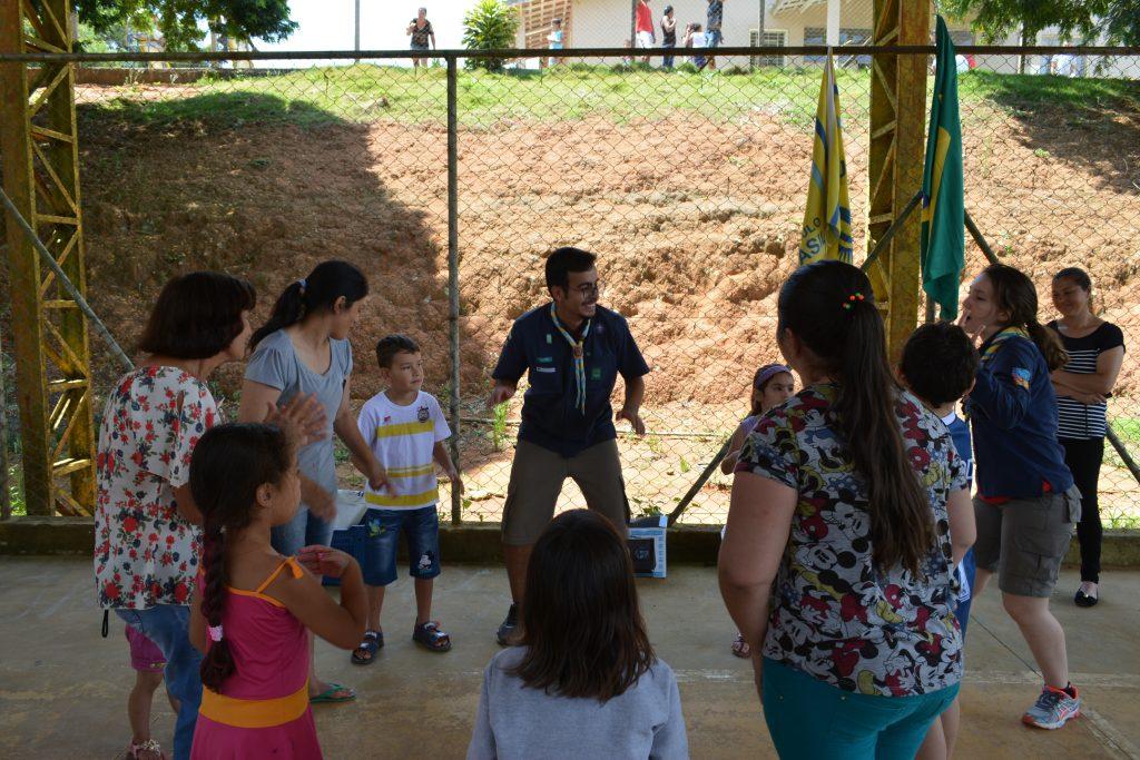 Escoteiros-sp-em-acao-atividade-comunitaria-quarupe-piedade-pioneiro-voluntario-cancao-crianca