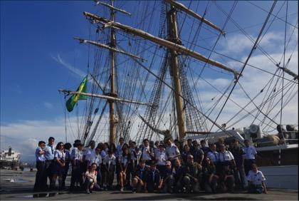 Escoteiros de São Paulo visitam o navio Cisne Branco da Marinha
