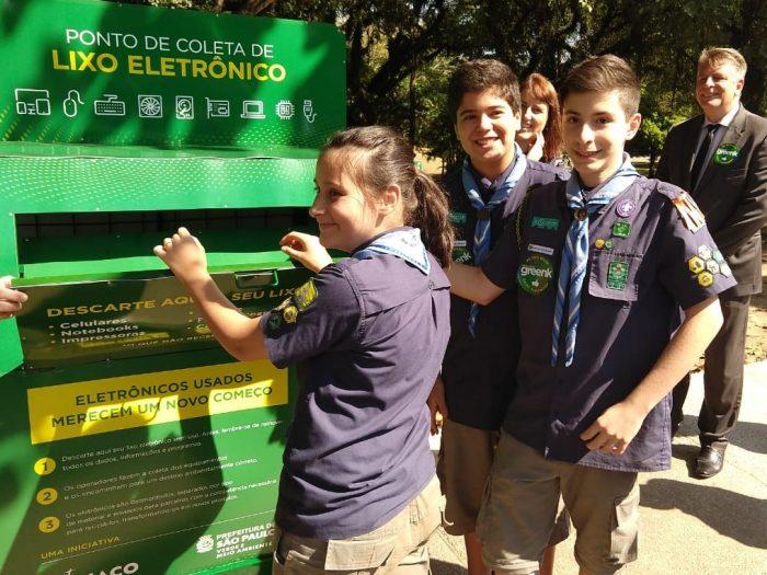 Escoteiros participam de inauguração de ponto de coleta de lixo eletrônico em São Paulo