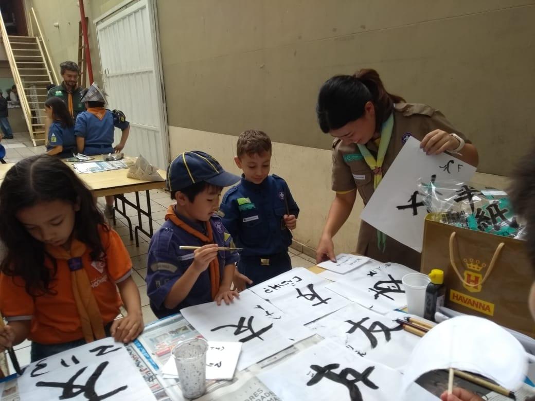 Voluntária japonesa da JICA aplica atividade no G.E. Hongwanji