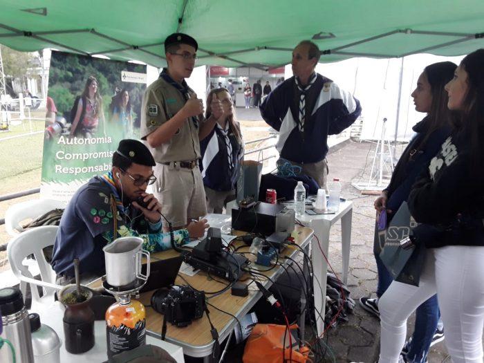Escoteiros marcam presença na feira USP e as Profissões
