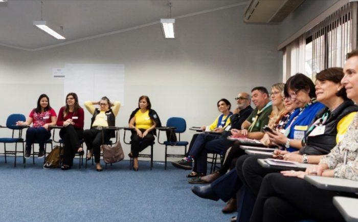 Escoteiros e outras organizações debatem voluntariado em evento da APAE