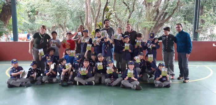Escoteiros recebem doação de gibis do Instituto Maurício de Sousa