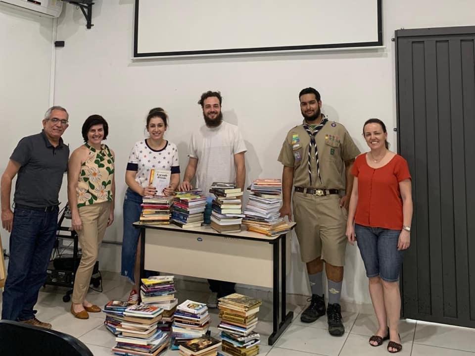 Projeto de jovem pioneiro arrecada mais de 450 livros para doação