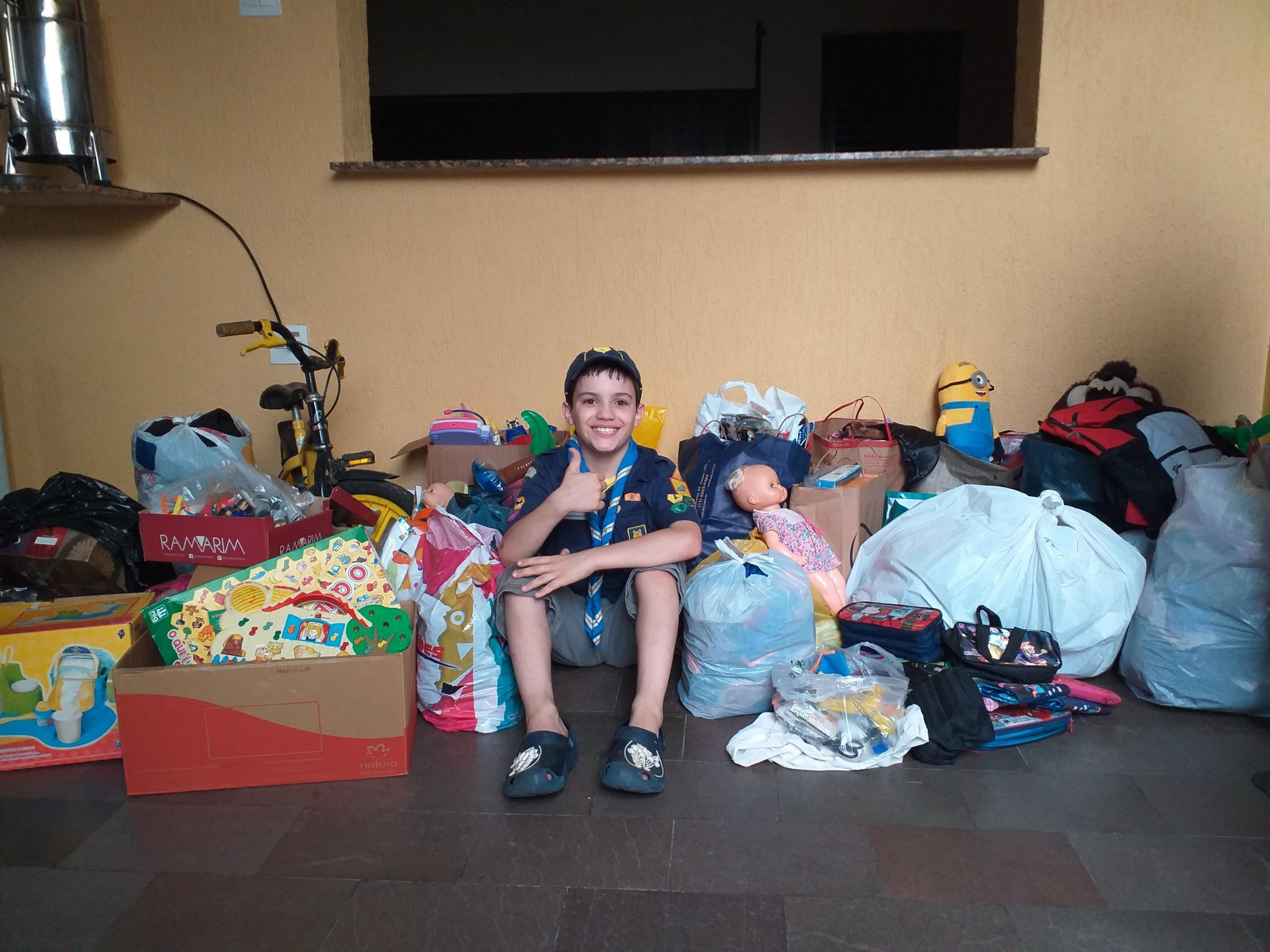 Lobinho faz projeto para arrecadação de brinquedos, material escolar e roupas para crianças em situação de vulnerabilidade