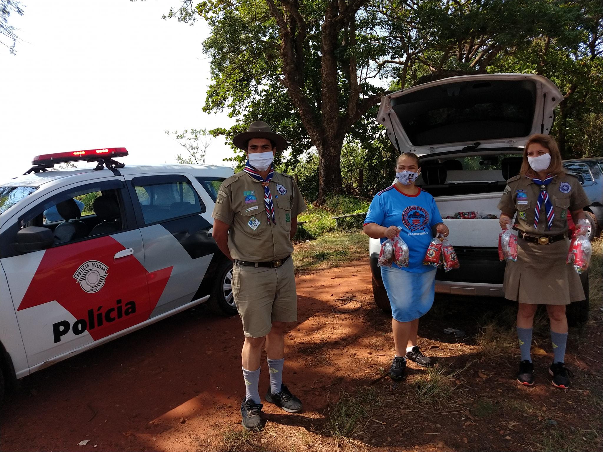 Grupo Escoteiro de Barra Bonita faz entrega especial no Dia das Crianças