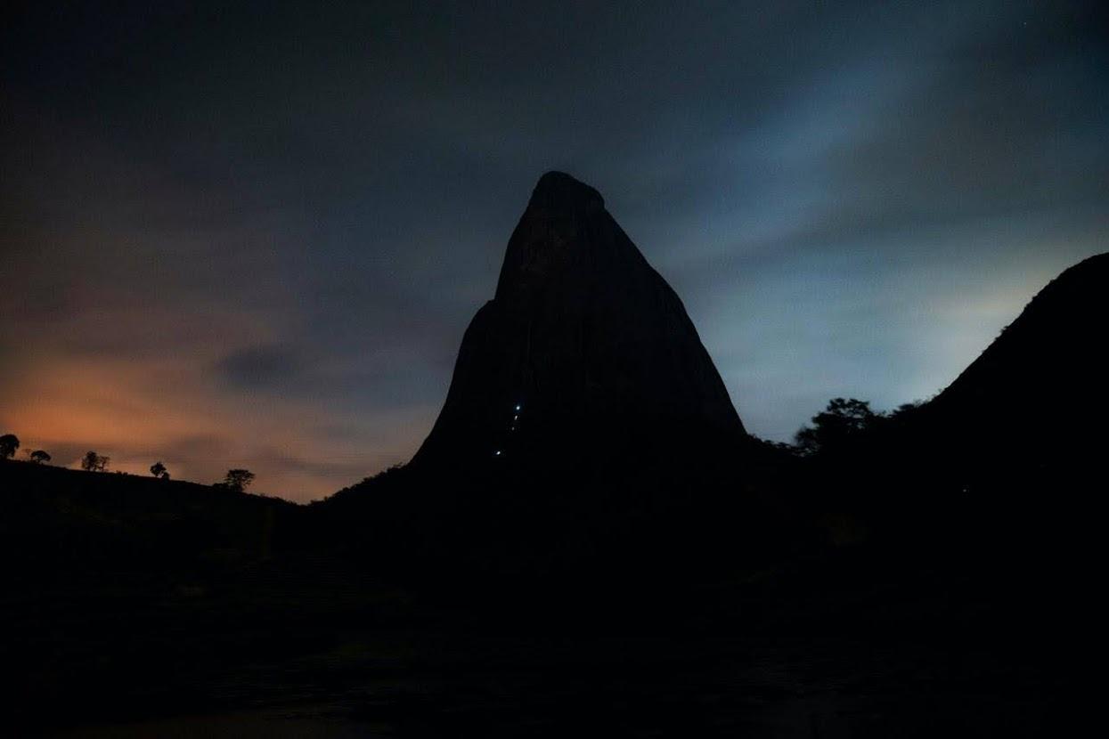 Escoteiro realiza escalada livre inédita na Pedra da Fortaleza-ES