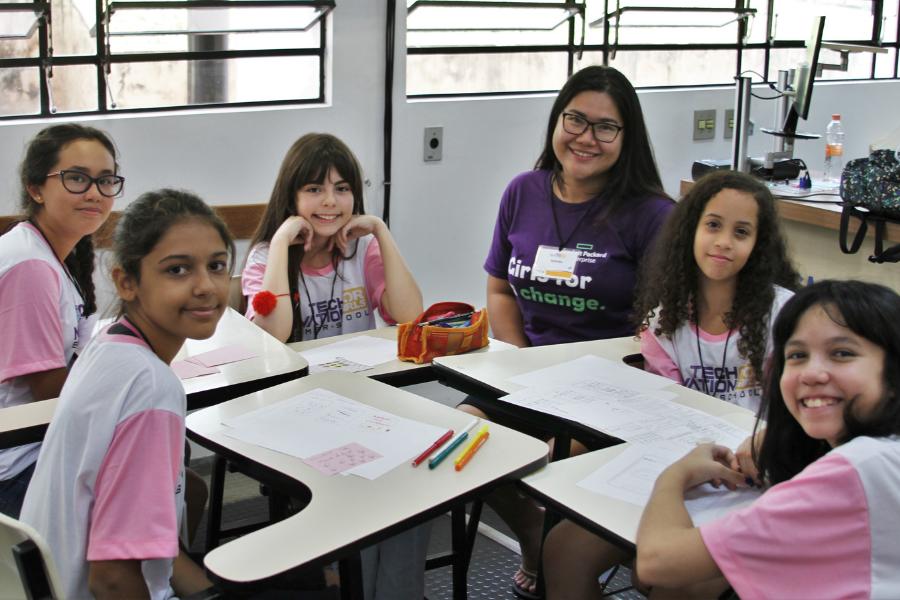 Oportunidade na USP: garotas de 10 a 18 anos podem criar aplicativos e participar de desafio internacional